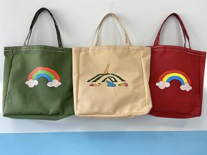 Bolsas pintadas a mano, varios colores y diseños. 5€